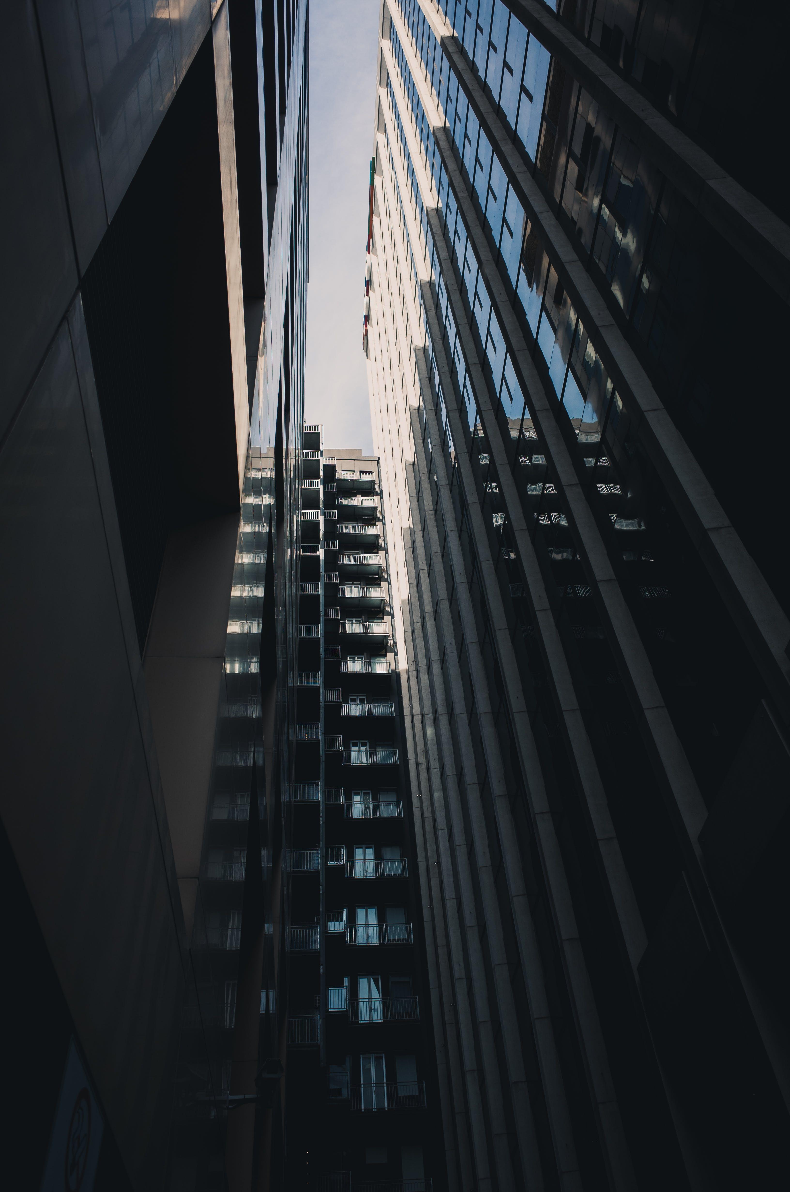 Foto stok gratis Arsitektur, bangunan, bidikan sudut sempit, biro