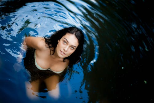 Ingyenes stockfotó álló kép, ásott medence, bikini, fodrozódás témában