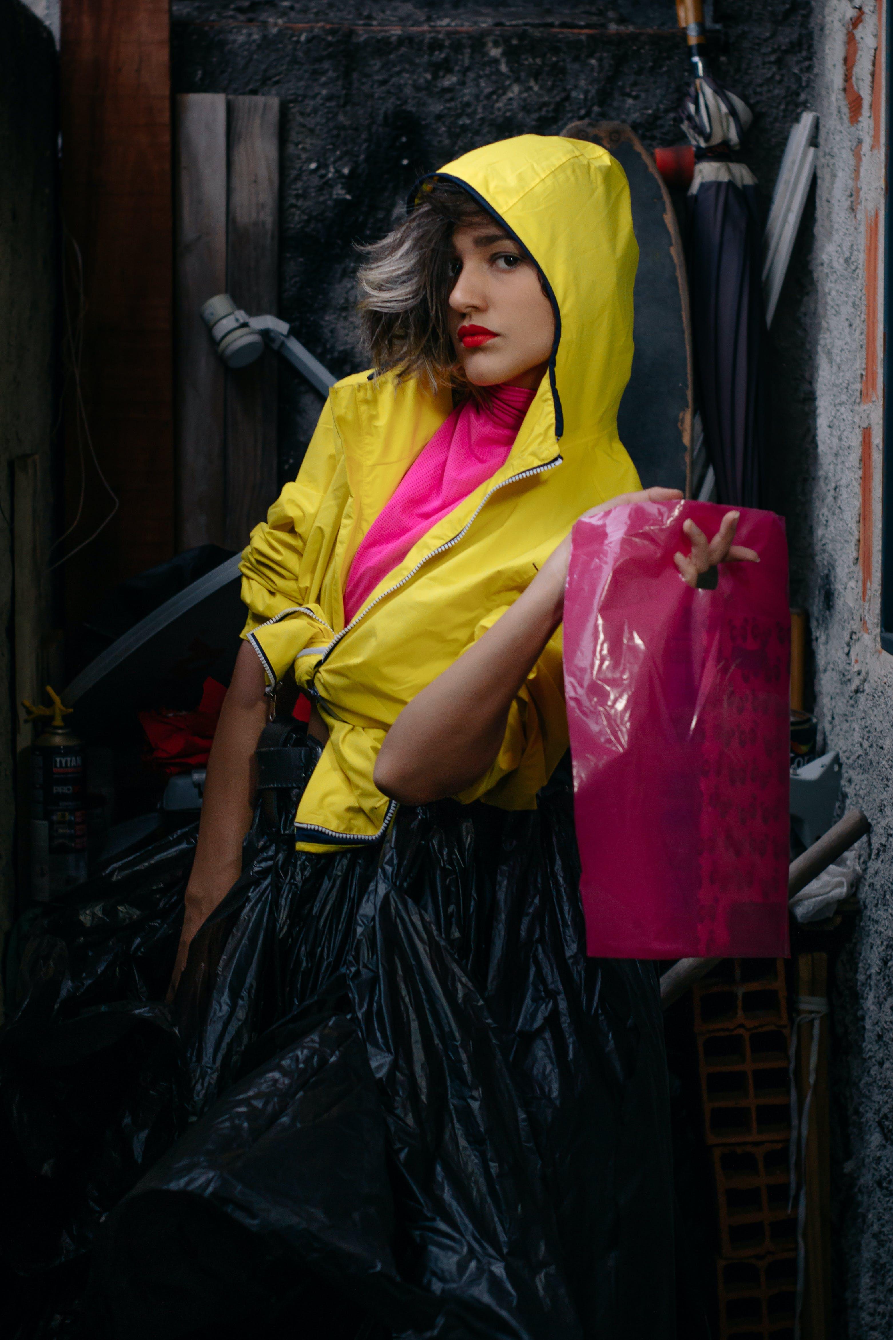 Kostenloses Stock Foto zu fashion, frau, frisur, gelb