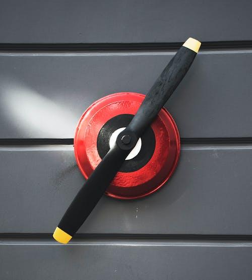Gratis lagerfoto af propel, rød, rød og grå, væg