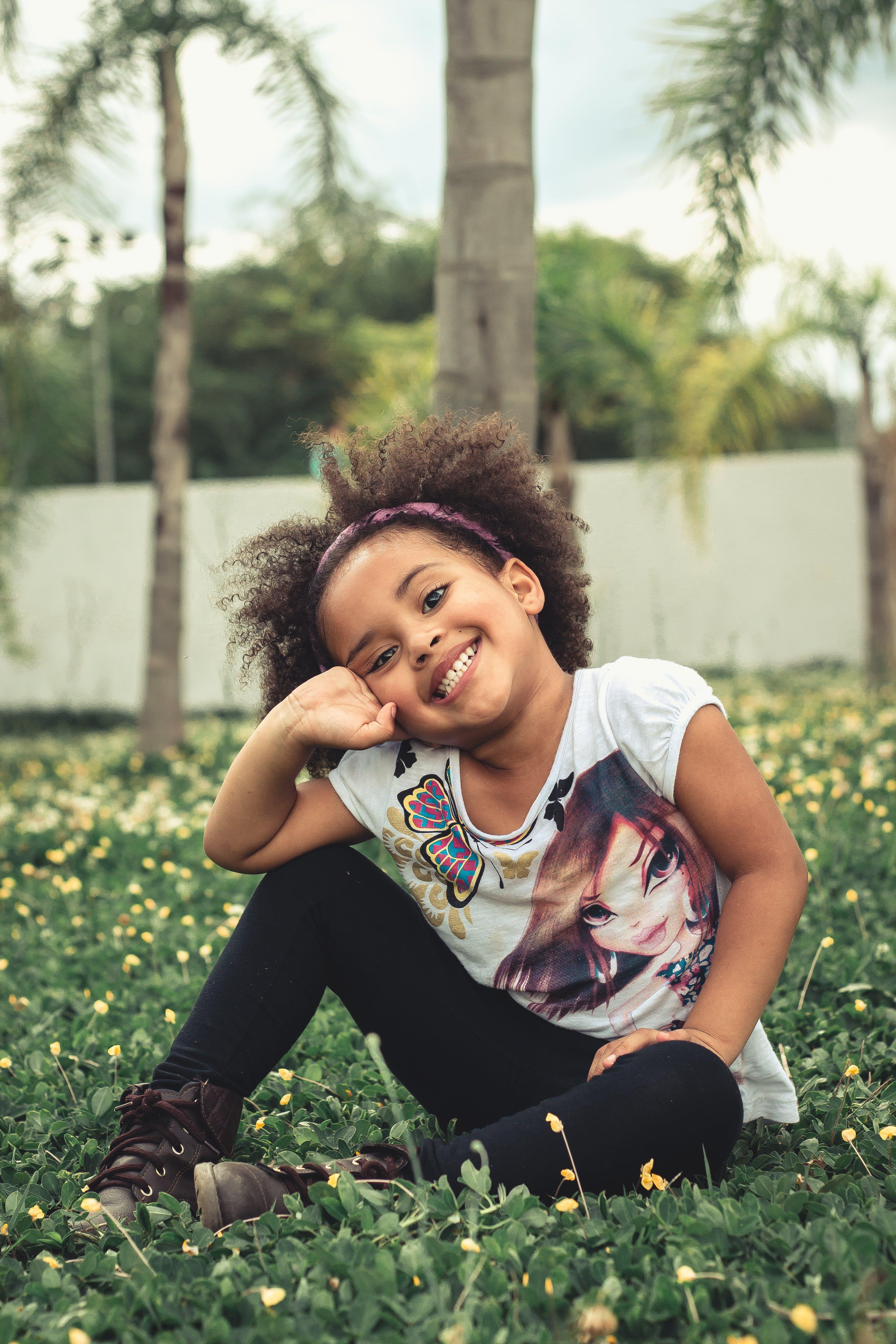 Kostenloses Stock Foto zu afro, bezaubernd, draußen, erholung