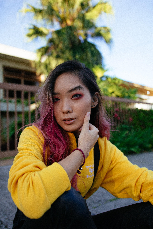 Foto profissional grátis de adolescente, adulto, ao ar livre, bonita