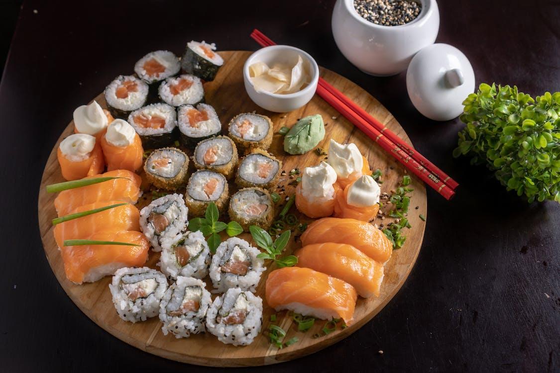 Foto profissional grátis de alimento, arroz, atum