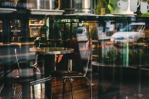 ahşap, bar, bar kafe, bardak içeren Ücretsiz stok fotoğraf