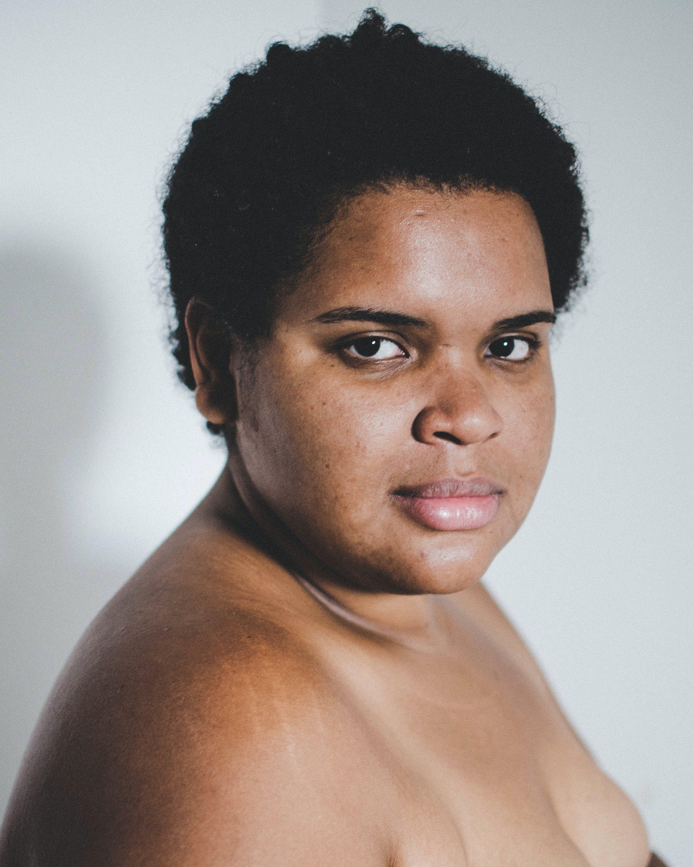 Gratis lagerfoto af ansigtsudtryk, fotosession, fra siden, hud
