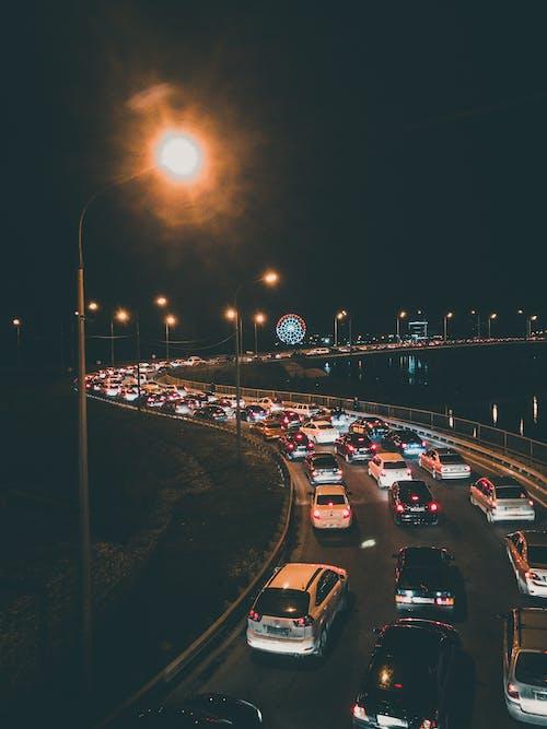 Fotobanka sbezplatnými fotkami na tému autá, cesta, noc, obrie koleso