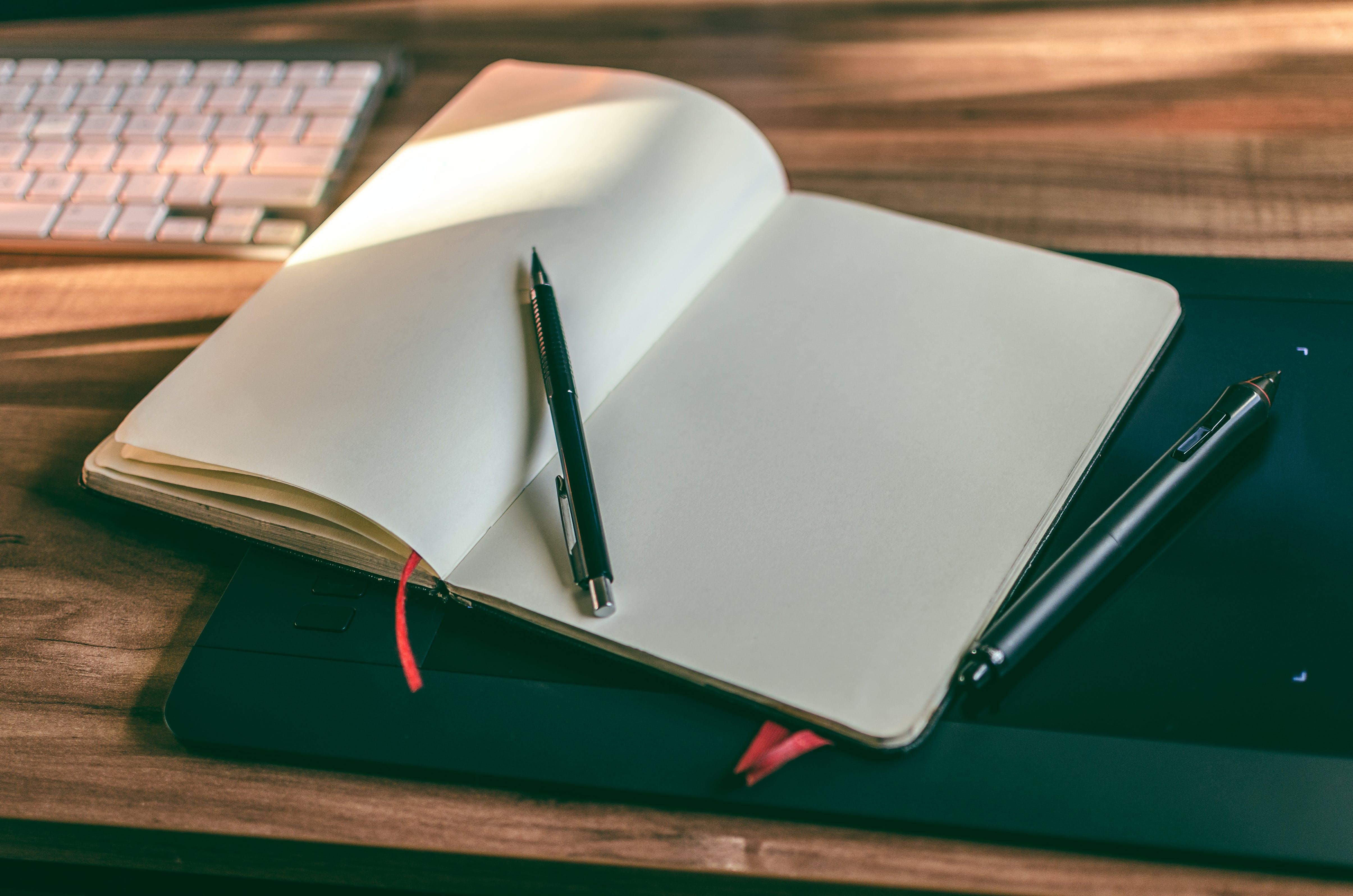 Gratis arkivbilde med drodling, eple magisk tastatur, mekanisk blyant, merknad