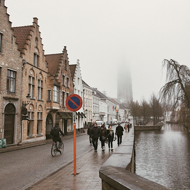 Kostenloses Stock Foto zu altstadt, belgien, fahrrad, nebel