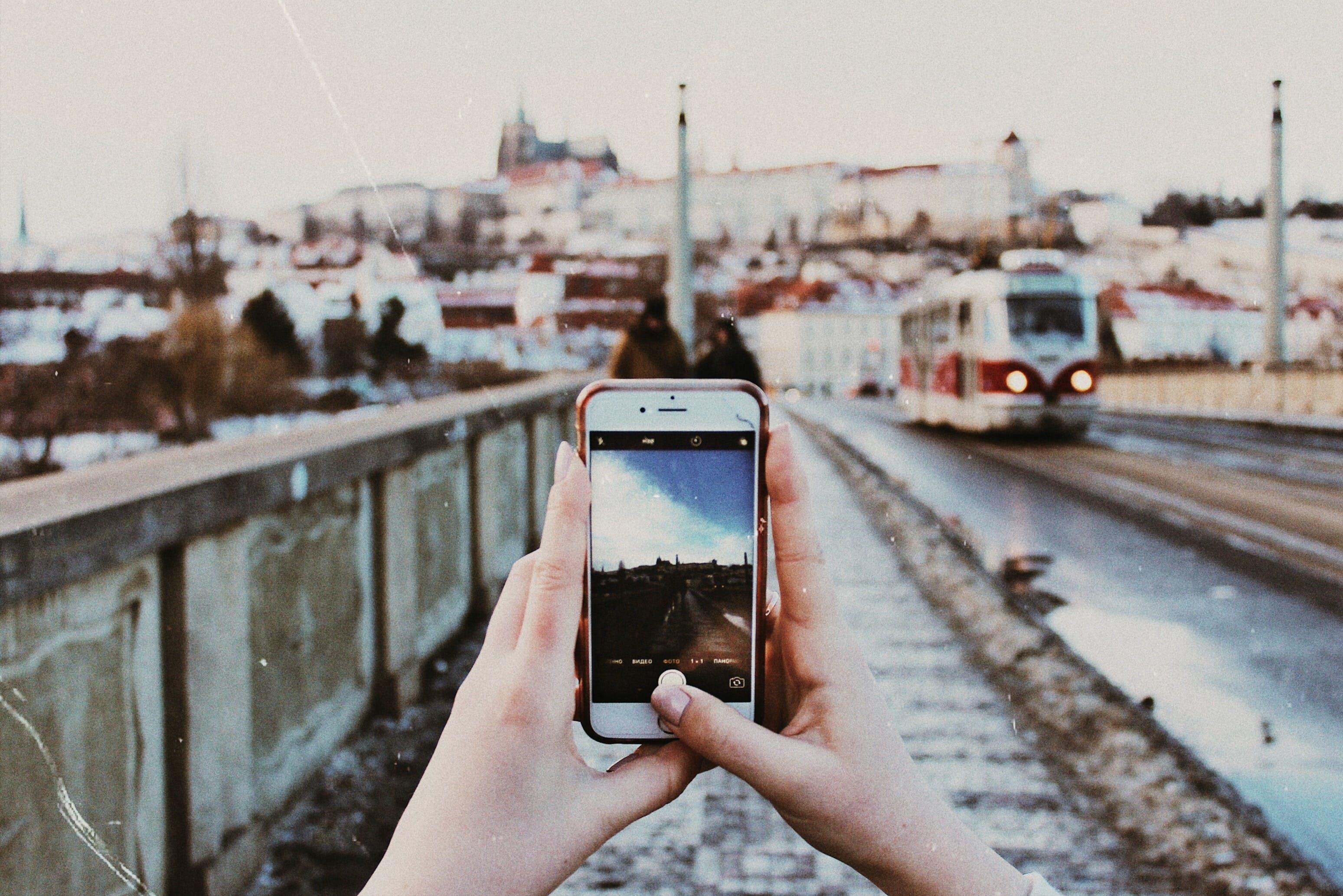 Kostenloses Stock Foto zu mobile fotografie, prag, straßenbahn, winter