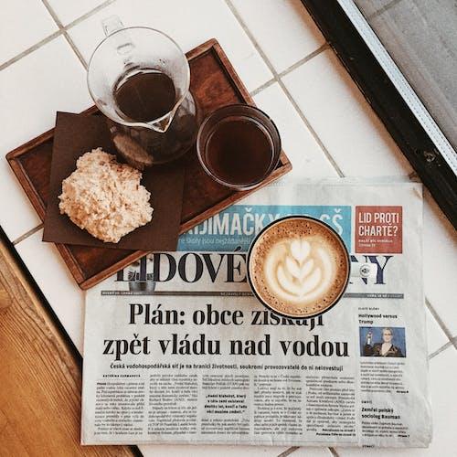 맛있는, 머그, 술을 마시다, 신문의 무료 스톡 사진
