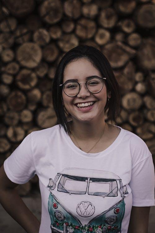 매력적인, 미소, 미소 짓는, 사람의 무료 스톡 사진