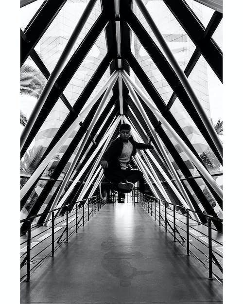 Immagine gratuita di architettura, bianco e nero, edificio, interni