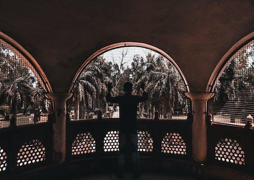 Gratis lagerfoto af arkitektdesign, arkitektur, balkon, bue