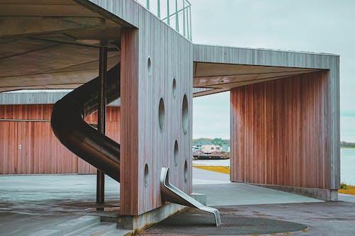 Gratis arkivbilde med arkitektur, hull, hus, innsjø
