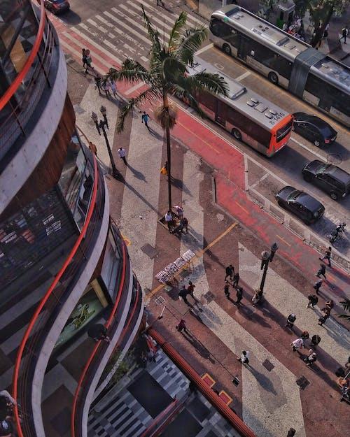 Foto profissional grátis de aerofotografia, de cima, estrada, pessoas