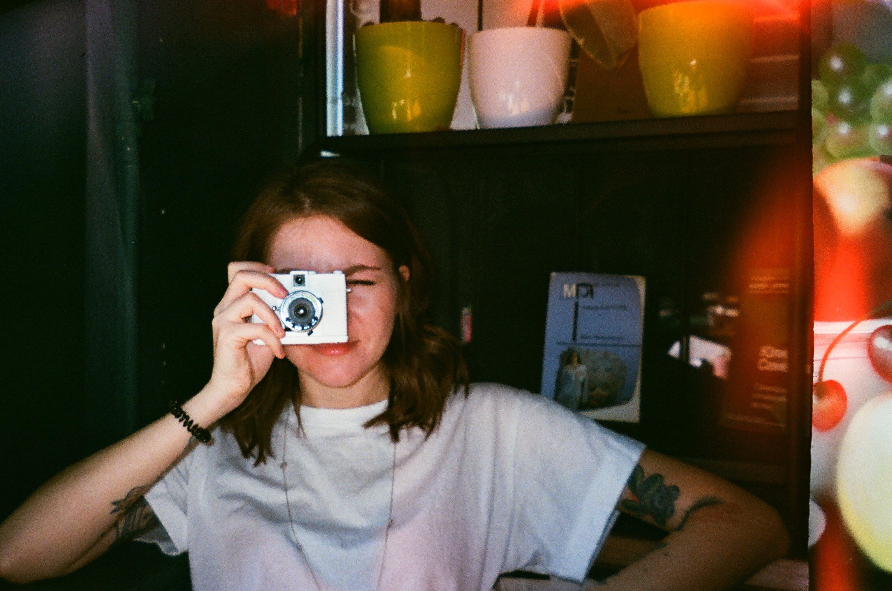 Gratis lagerfoto af kamera, kvinde, person, tage fotos