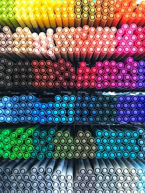 Foto stok gratis pena berwarna, pengaturan, penuh warna