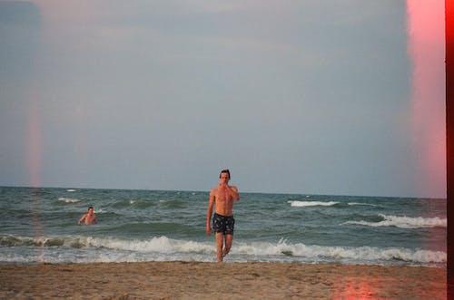 Ingyenes stockfotó Férfi, homok, óceán, part témában