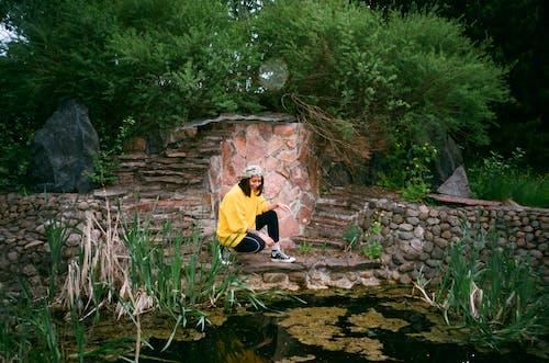 Základová fotografie zdarma na téma perosn, rybník, zahrada, žena