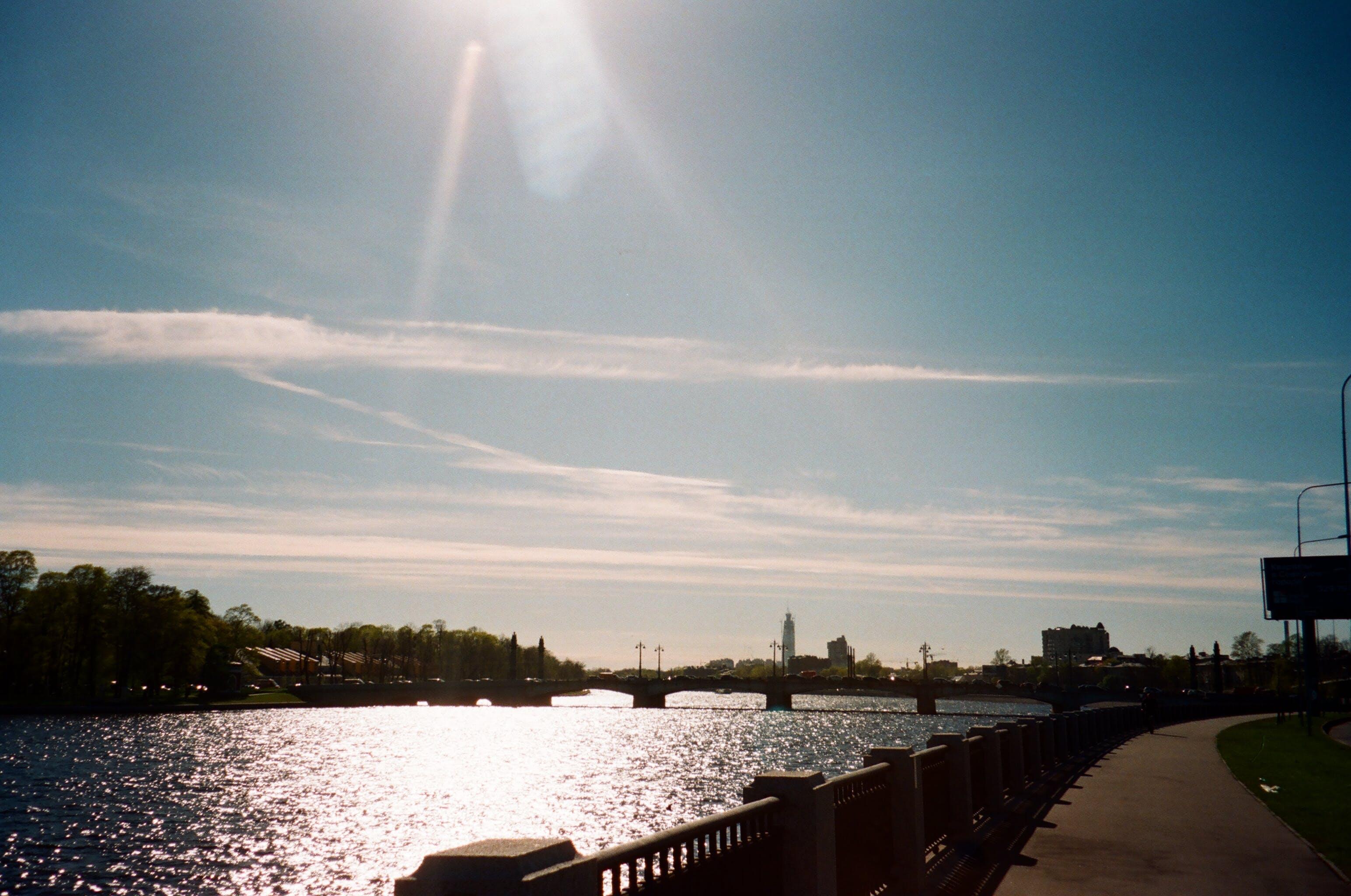 Gratis lagerfoto af bro, flod, silhouet