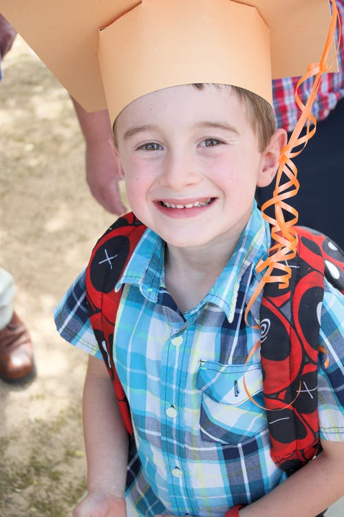 # mezun #boy #smiles #happy # gururlu içeren Ücretsiz stok fotoğraf