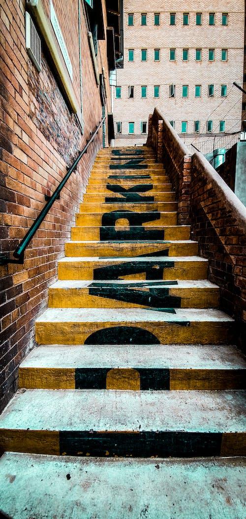停車場, 樓梯, 視窗, 黃色 的 免費圖庫相片