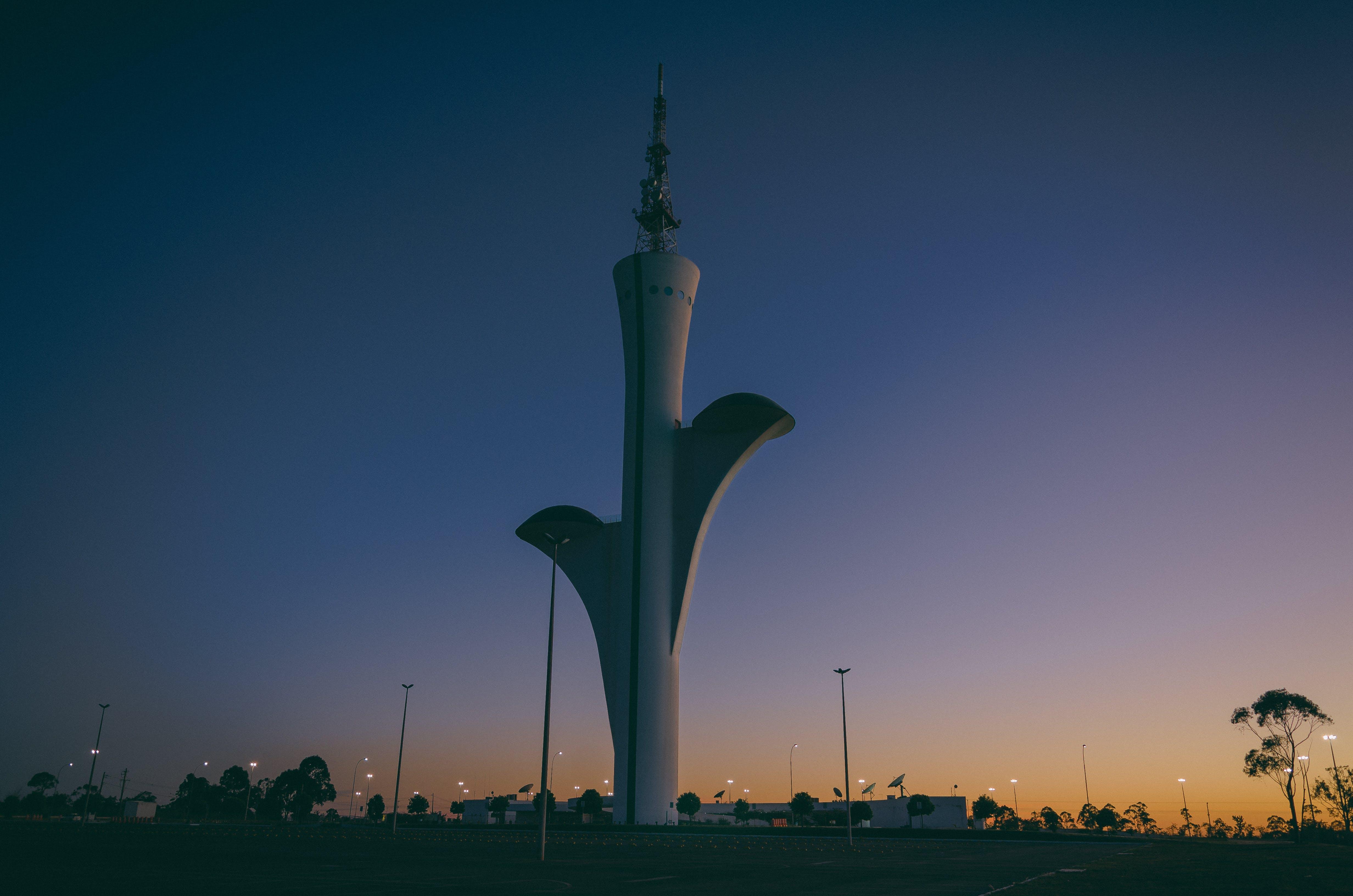 ゴールデンアワー, タワー, ダーク, モダンの無料の写真素材
