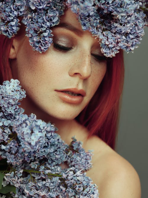 Darmowe zdjęcie z galerii z kobieta, kwiaty, ładny, model