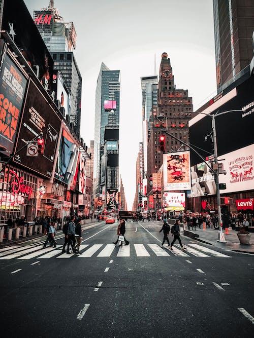 Gratis arkivbilde med bil, Broadway, by, fortau