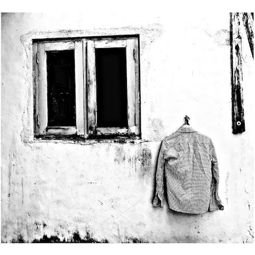 Immagine gratuita di camicia a scacchi, strano, vecchia finestra