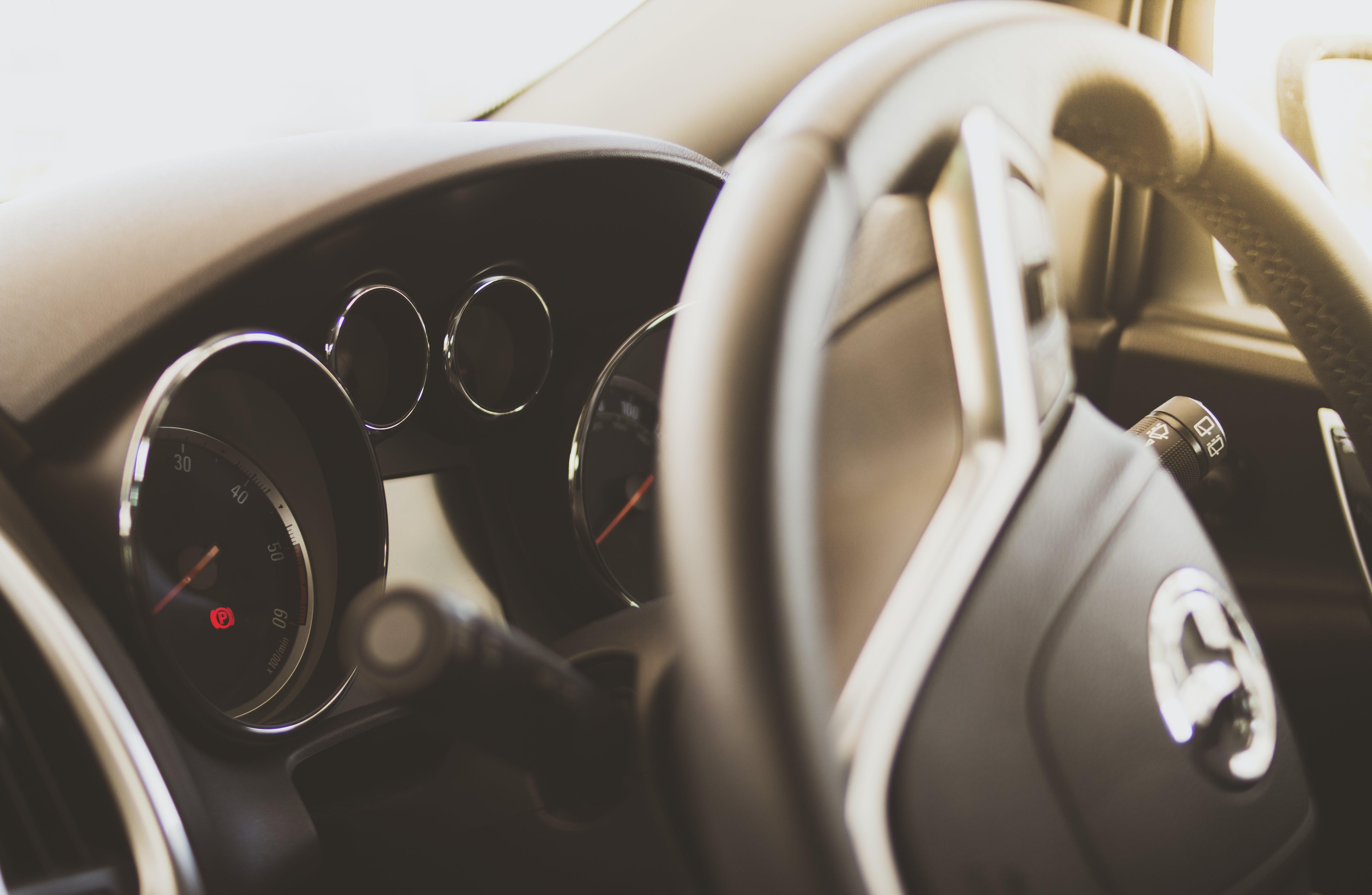 Бесплатное стоковое фото с chrome, автомобили, автомобиль, в помещении