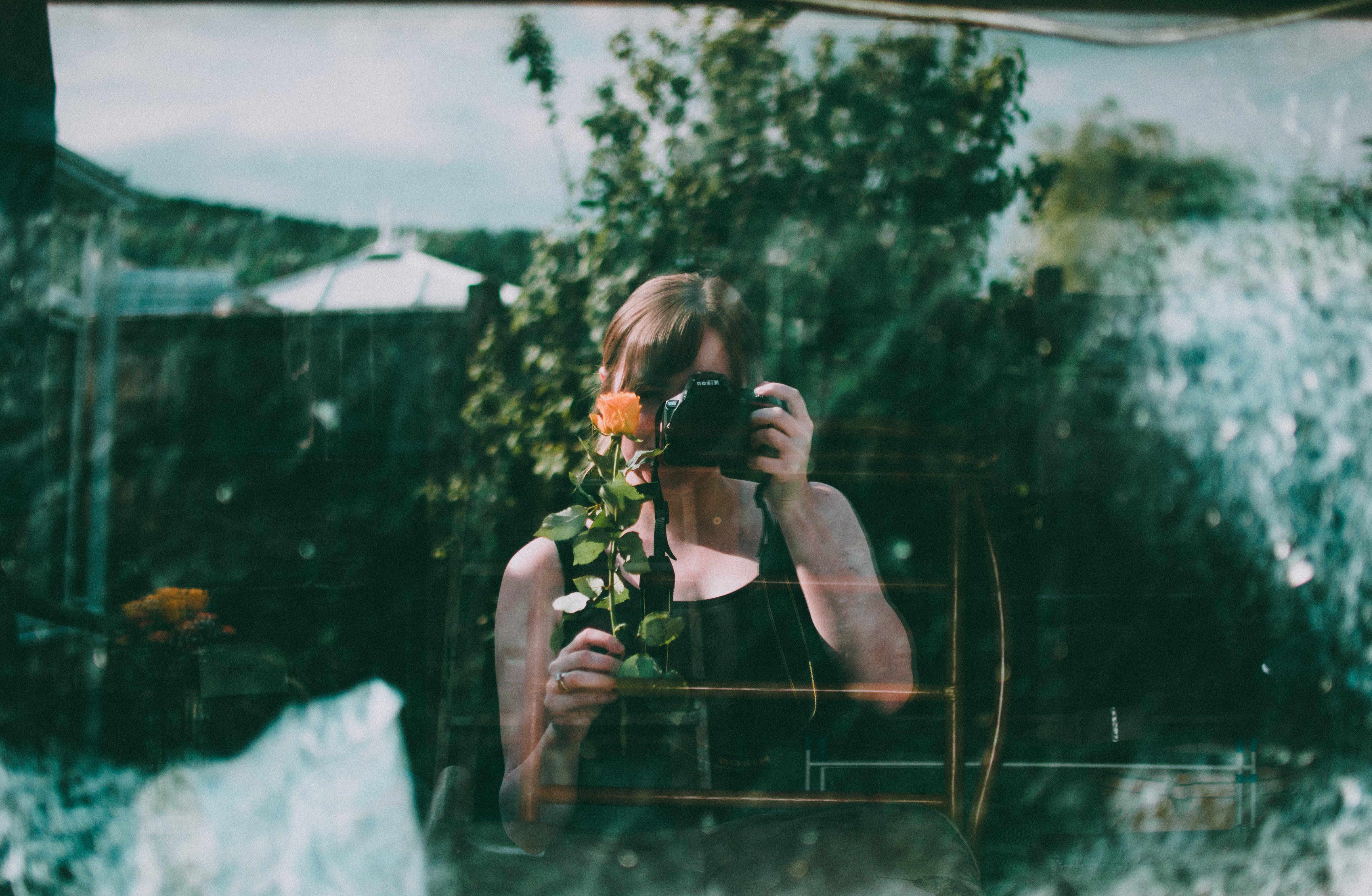 Základová fotografie zdarma na téma focení, fotoaparát, odraz, osoba