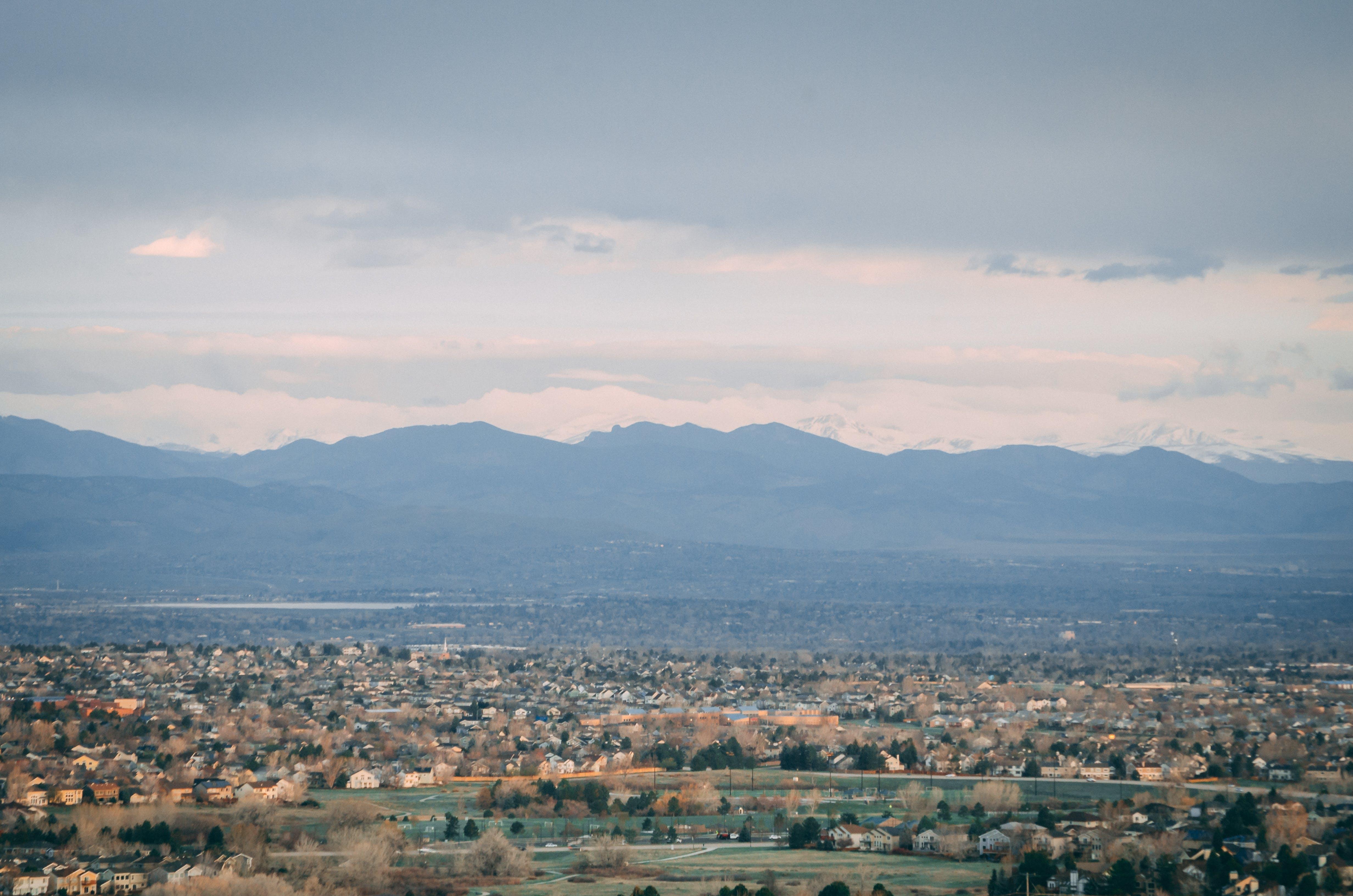 Gratis lagerfoto af bjergkæde, by, Colorado, dal