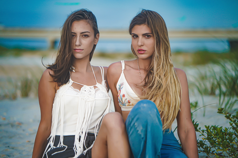 Ilmainen kuvapankkikuva tunnisteilla hauska, hiekkaranta, kauniit naiset, kesä