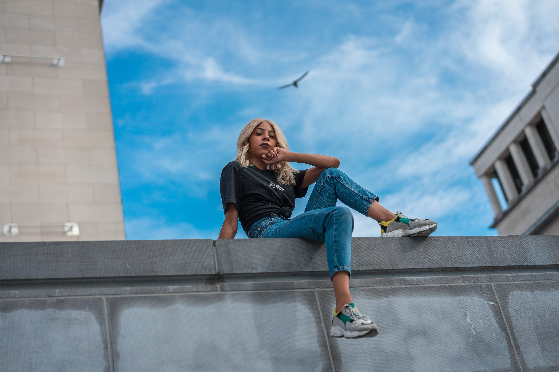 Fotos de stock gratuitas de actitud, al aire libre, alto, arquitectura