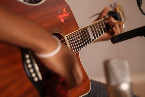 Ilmainen kuvapankkikuva tunnisteilla äänittäminen, äänitysstudio, akustinen kitara, asetelma