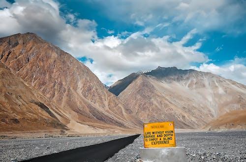 Безкоштовне стокове фото на тему «бачення, блакитне небо, велика висота, вершина гори»