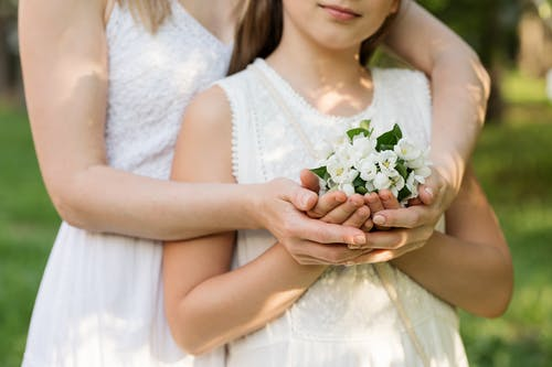 Základová fotografie zdarma na téma bílá, bílé šaty, focení, holka