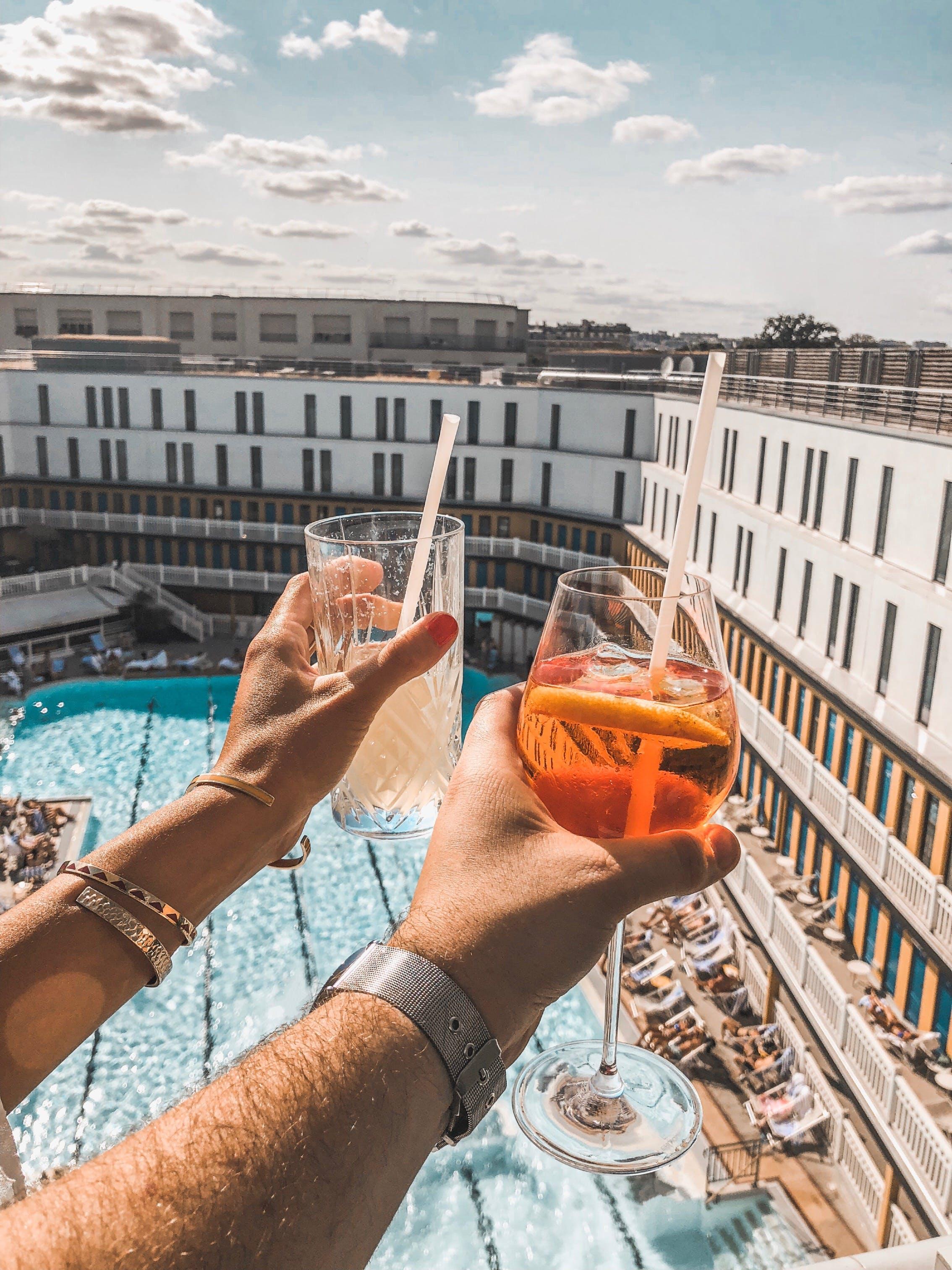 Ingyenes stockfotó alkoholos italok, ásott medence, emberek, hotel témában
