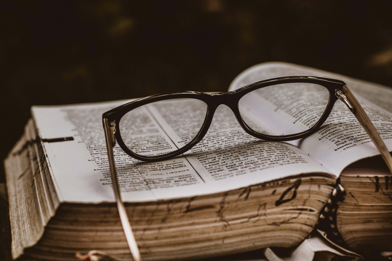 Δωρεάν στοκ φωτογραφιών με ανάγνωση, βιβλίο, βιβλιοδεσίες, βιβλιοθήκη