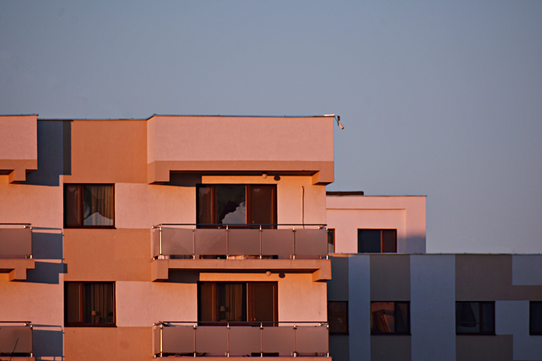 Darmowe zdjęcie z galerii z apartament, architektura, biznes, budynek