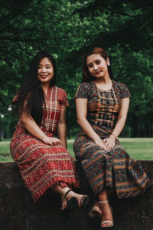 Immagine gratuita di abbigliamento casual, amici, belle donne, brune