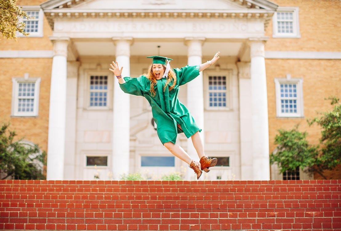 absolvent univerzity, absolvování vysoké školy, akční energie