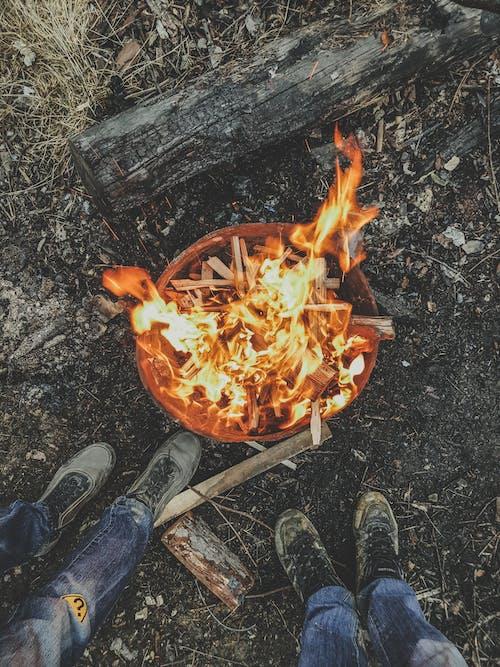 Základová fotografie zdarma na téma citát, nohy, oheň, vatra