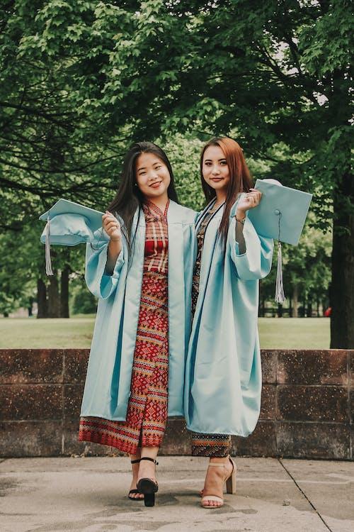 азиатские женщины, выпускников, достижение