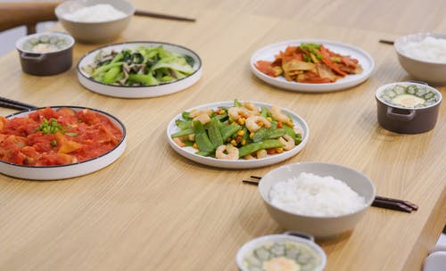 Three Bowls of Rice and Four Vegetable Meals on the Table