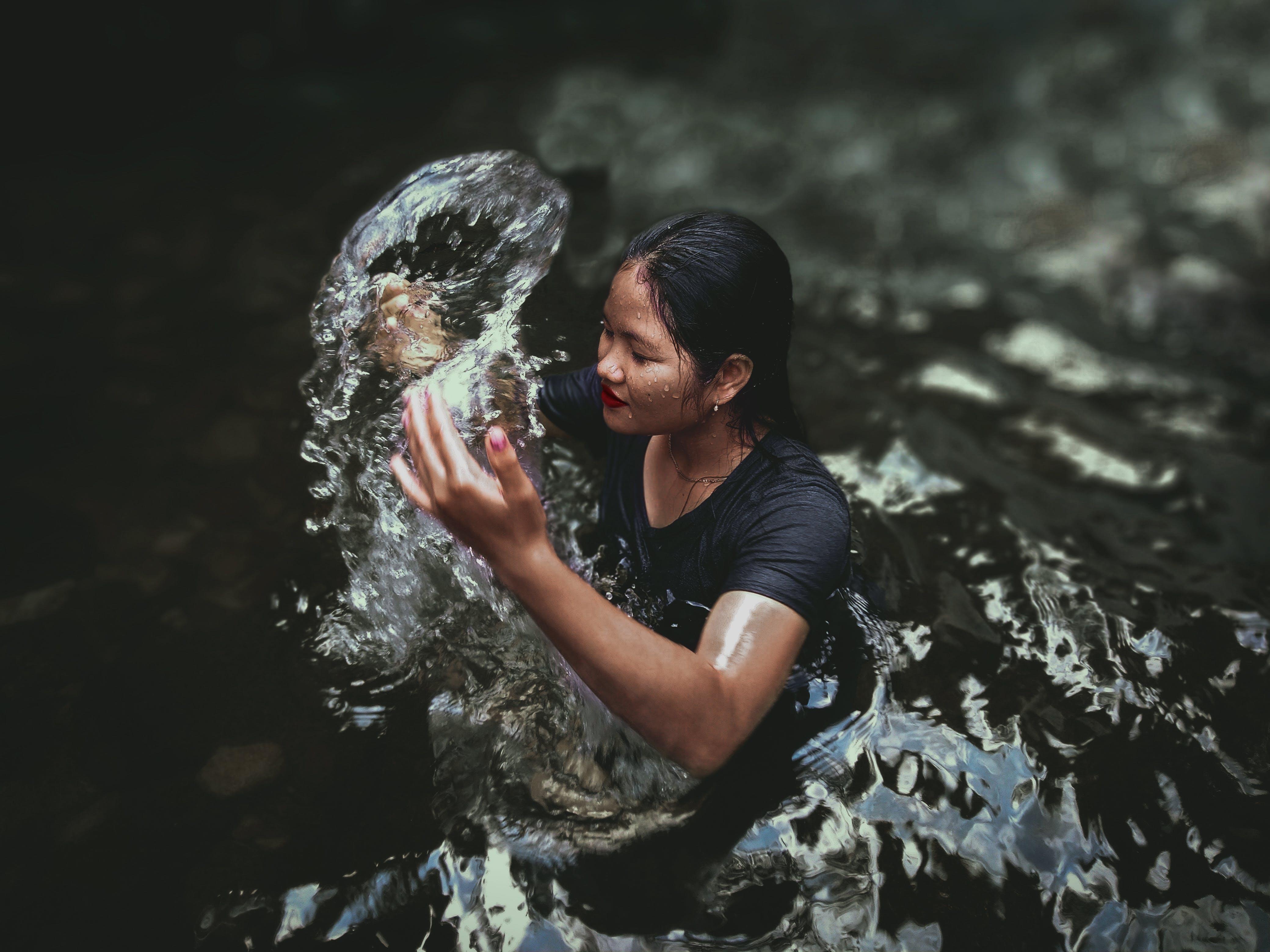 ıslak, Kadın, kişi, mobilechallenge içeren Ücretsiz stok fotoğraf