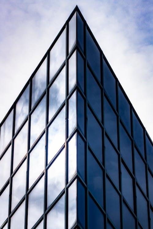 Gratis arkivbilde med arkitektur, bygning, glasselementer, perspektiv