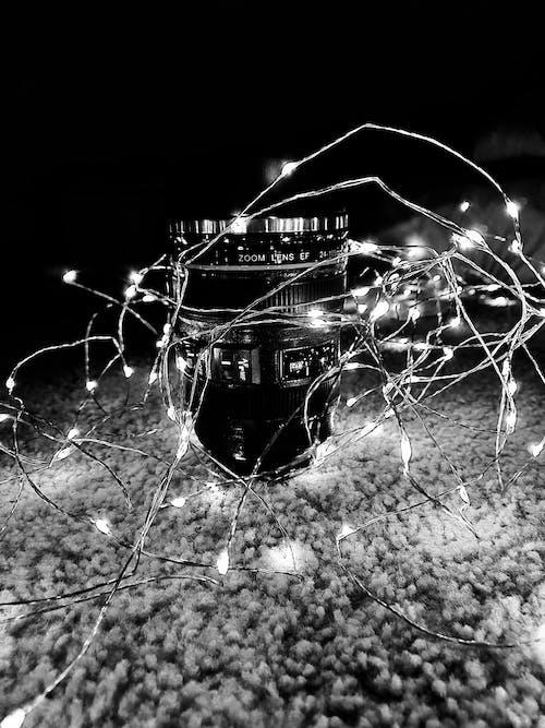 Gratis arkivbilde med #mobilechallenge, kameralinse, lyskjede, svart-hvitt