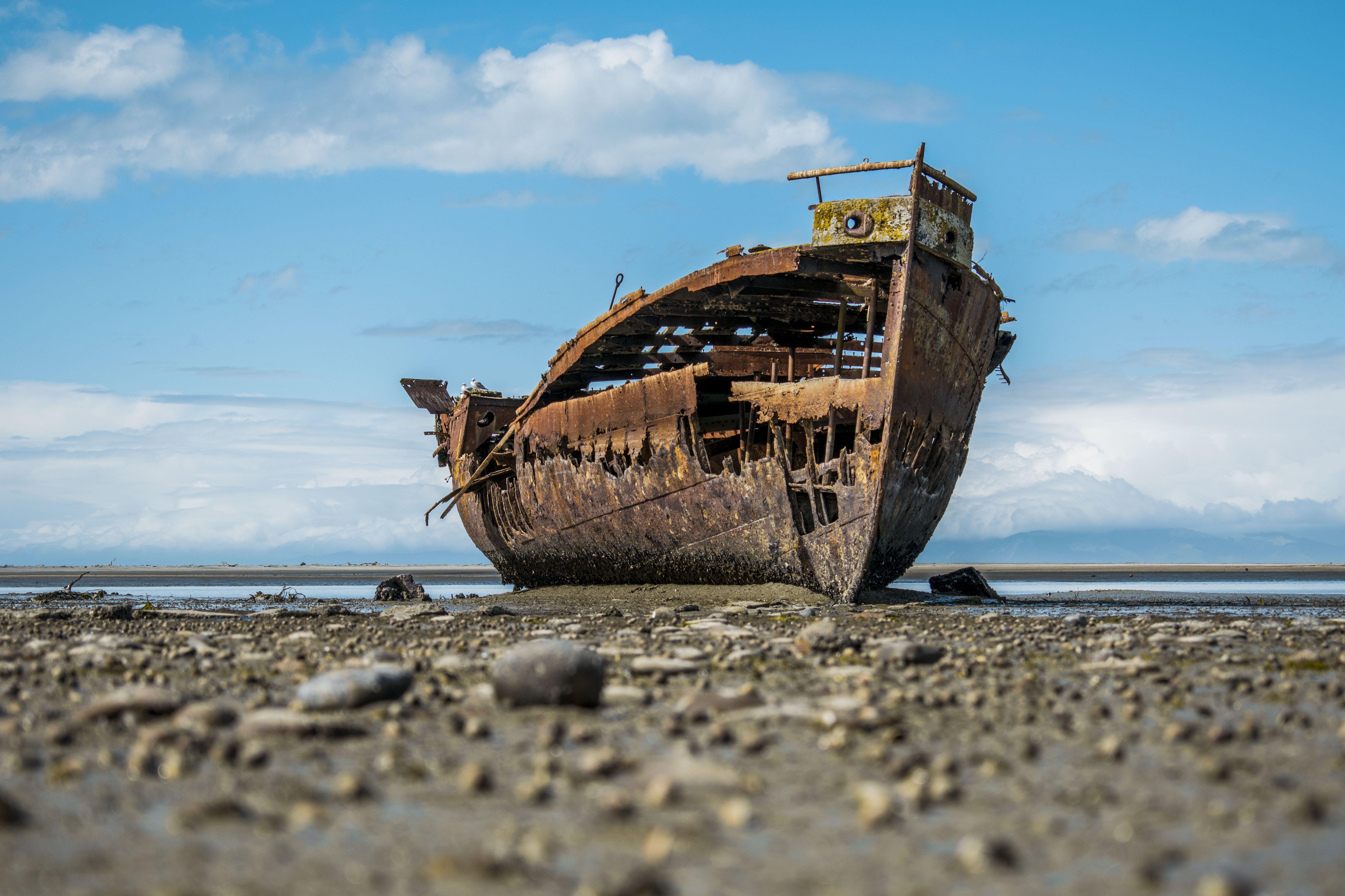 Kostenloses Stock Foto zu kaputt, meeresküste, neuseeland, rostig